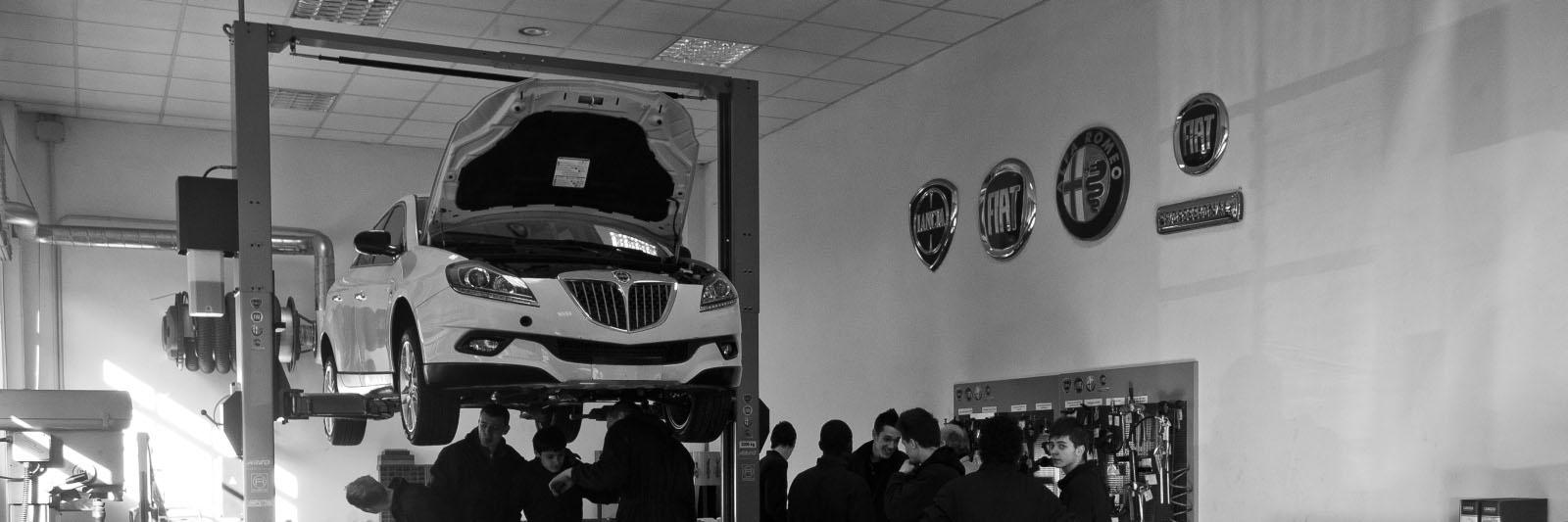 Corso gratuito di operatore alla riparazione dei veicoli a motore